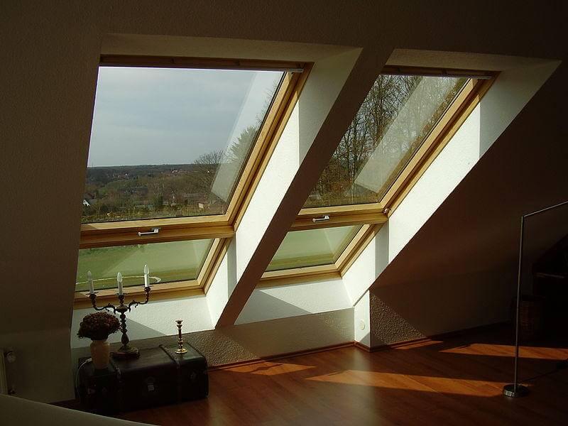 Kleinere Dachfenster Sind Eine Günstige Möglichkeit Licht In Den Dachraum  Zu Lassen.