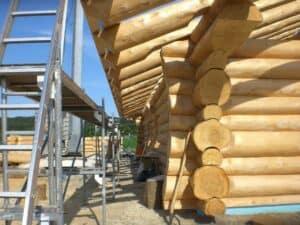 Ein wunderschönes Blockhaus. Massive Holzbalken machen den rustikalen Stil perfekt.