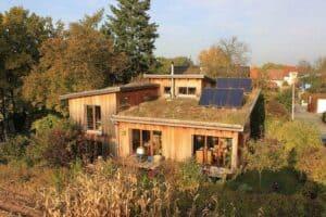 Ein Holzhaus- hier im Öko-Stil