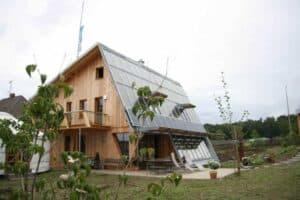 Ein Sonnenhaus, gebaut als Ökohaus
