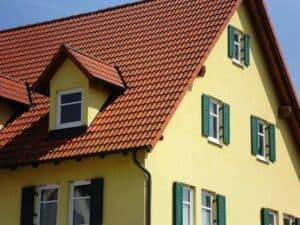 Durch ein schön hergerichtetes Dach steigt der Immobilienwert für einige Jahre.