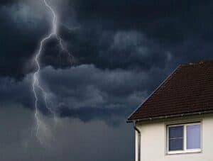 Ein steiles Satteldach ist eine Investition für die Sicherheit bei Unwettern
