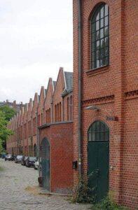 Das Sheddach wird oft für Fabriken genutzt, da große Hallen damit überdacht werden können