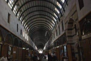 Ein Tonnendach über einer alten Markthalle