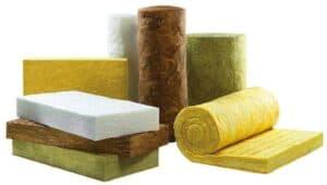 Mineralwolle wie Steinwolle oder Glaswolle kann bei der Aufsparrendämmung genutzt werden.