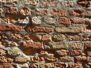 Mörtel hält die Steine einer Mauer zusammen.