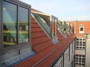 Solche Lichtgauben versorgen das Dachgeschoss mit hellem Tageslicht.