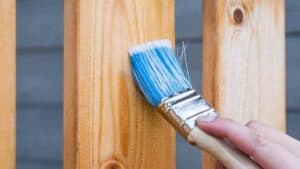 Holz Lackieren holz lackieren und lasieren mit und ohne abschleifen baubeaver