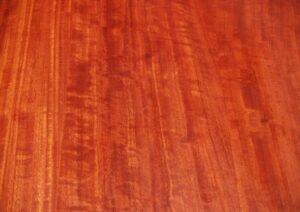Rotes Eukalyptusholz
