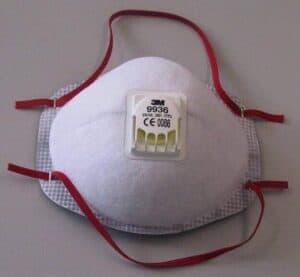 Um die Lunge und die Atemwege zu schonen empfiehlt sich eine Atemschutzmaske