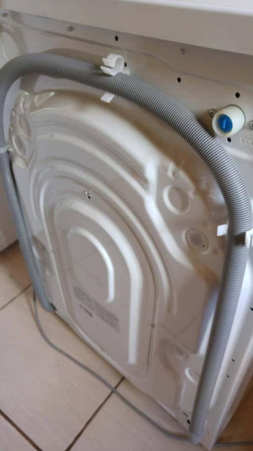 transportsicherung-waschmaschine-abdeckkappen-geschlossen