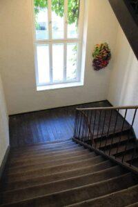 Gut angebrachtes Fenster im Treppenhaus