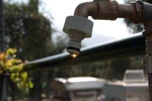 Wenn der Wasserhahn selbst nur wenig oder gar nicht mit Wasser versorgt wird kann die Maschine ebenfalls nicht arbeiten.